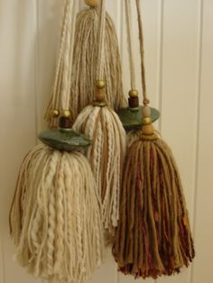 I K I - Natural and elegant Diy And Crafts, Arts And Crafts, Tassel Curtains, How To Make Tassels, Glands, Diy Tassel, Passementerie, Fabric Jewelry, Nature Crafts
