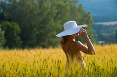 Shooting Provence champ de blé Picts, Provence, Cowboy Hats, Wheat Fields, Western Hats, Provence France