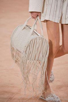 Défilé Balenciaga Printemps-été 2016 Prêt-à-porter | Le Figaro Madame