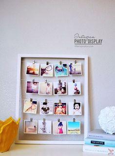 fotos na decoração, moldura branca simples com varal de fotos