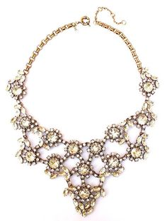 Pretty crystal statement necklace http://rstyle.me/n/pi3mdnyg6