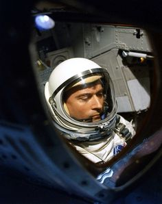 John Young, NASA's longest-serving astronaut, who walked on the moon and flew on the first Gemini and space shuttle missions, has died. Astronauts In Space, Nasa Astronauts, John Young Astronaut, Space Shuttle Interior, Project Gemini, Space And Astronomy, Nasa Space, Space Race, Study Space