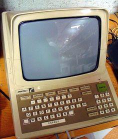 잡스가 인터넷 등장 이전인 1982년 나온 프랑스 미니텔박스<사진>의 작동원리를 바탕으로 애플의 인터넷 가전을 만들 영감을 얻었다는 증언이 나왔다.<사진=위키피디아>