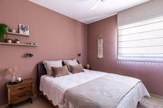 Master bedroom brown powder walls חדר שינה צבוע בגוון ורוד עתיק כהה Bed, Furniture, Home Decor, Decoration Home, Room Decor, Home Furniture, Interior Design, Beds, Home Interiors