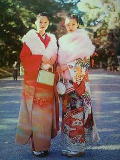 Kimono Japan, Japanese Kimono, Japanese Girl, Harajuku Mode, Harajuku Fashion, Traditional Fashion, Traditional Dresses, Young Fashion, Girl Fashion