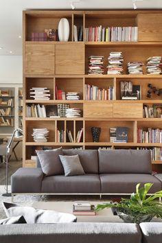 Mostra Líder 2012: Salas de estar Moderno por Gisele Taranto Arquitetura
