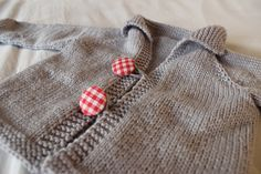 Easy baby cardigan: free knitting pattern found on Ravelry, made from Wendy Merino DK wool. Lovely and squooshy