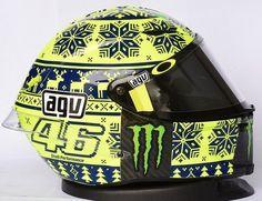 Another side view 2015 Rossi winter helmet Agv Helmets, Racing Helmets, Motorcycle Helmets, Valentino Rossi Helmet, Valentino Rossi 46, Sepang, Motogp, Vr Helmet, Vr46