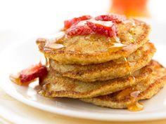 Oatmeal-Berry Pancakes http://www.prevention.com/food/healthy-recipes/400-calorie-breakfasts/slide/11