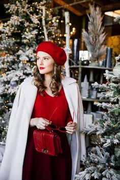 chic holiday outfits for the coming christmas and new year 37 Holiday Outfits, Winter Outfits, Party Outfits, Christmas Fashion, Winter Fashion, Beret Rouge, Red Skater Skirt, Ukraine Girls, New Years Eve Outfits