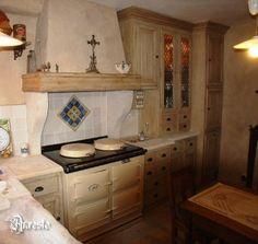 antieke landelijke keuken met oude gepatineerde afwerking