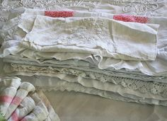 Nice collection of vintage linens from prettypetals.typepad.com