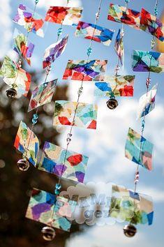 Tutorial del sonaglio del vento realizzato con carta adesiva trasparente e carta velina.