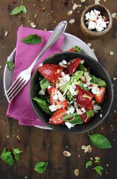 Quick Asparagus Recipe, Asparagus Salad, Feta Salad, Salads, Strawberry, Apple, Eat, Ethnic Recipes, Food
