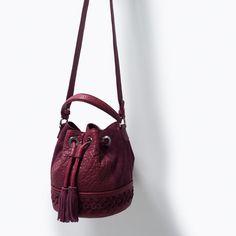 Image 4 de SAC BOURSE EN CUIR TRESSÉ de Zara