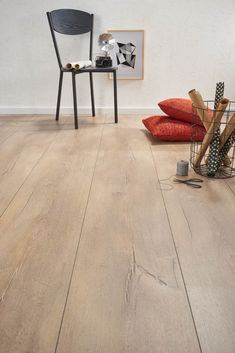Praxis | Decomode laminaat King Size Monaco Refinishing Hardwood Floors, House Flooring, Modern Living Room Interior, Home Decor, Home Deco, Flooring, Flooring Inspiration, French Oak Flooring, Wood Bedroom
