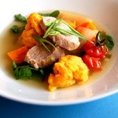 Pork soup using root vegetables and spinach.
