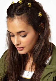 90er Frisuren: Wilde Haar-Accessoires