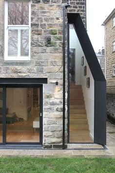 A living house, a car garage and a 'shed' vie for Grand Designs award – staircase House Extension Design, Extension Designs, Glass Extension, House Design, New Staircase, Staircases, Victoria House, House Siding, Grand Designs