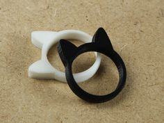 Simple and easily printable cat ring. No 3d printers were harmed during the design process. This animal-based ring is part of the collection Ear Rings.