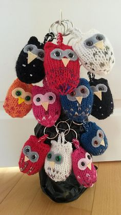 This is an old idea, I made the first owls in 2013-2014 but didn't have time to write the pattern until now.
