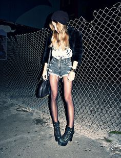 639cd8504657 Fashion Flashback  How To Rock Grunge photo Brittany Lee s photos - Buzznet