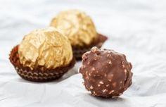 Když se naučíte tenhle recept na domácí Ferrero rocher, už nikdo si ho nekoupíte v obchodě! Christmas Candy, Christmas Cookies, Ferrero Rocher, Truffles, Brownies, Muffin, Cupcakes, Sweets, Make It Yourself