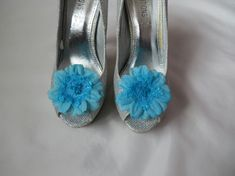 Turquoise Blue Daisy Flower Feather & Crystal Lace Wedding Shoe Clips £5.99 Daisy Wedding, Lace Wedding, Turquoise Fabric, Flower Shoes, Blue Daisy, Satin Shoes, Shoe Clips, Bridal Shoes, Wedding Designs