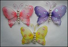 como hacer flores con medias y alambre - Buscar con Google Fabric Butterfly, Butterfly Crafts, Butterfly Design, Nylon Flowers, Wire Flowers, Caleb And Sophia, Nylon Crafts, Book Folding Patterns, Crafts For Seniors