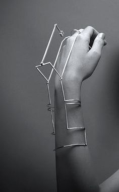 Graphic line bangle, conceptual jewellery design // Shaked Singer