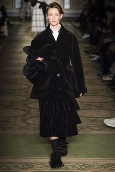 Simone Rocha Fall 2017 Ready-to-Wear Fashion Show - Audrey Marnay