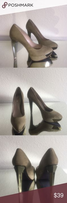 Rachel Roy suede green pumps 👠👠 Pre-loved.  Size 8.  Signs of wear on front tips and suede.  There still super gorgeous and super comfortable.  No trades 😊😊. Heel size 5 inches. RACHEL Rachel Roy Shoes Heels