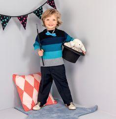 Incontournable dans le vestiaire du petit garçon, le pull rayé est rehaussé de finitions côtelées, tricoté en' Laine PARTNER 6'. Le jeu de rayures et couleurs plaira aux enfants intrépides et à leurs mamans. Modèle tricot n°14 du catalogue N° 112 : Bébés et enfants - Automne/Hiver 2014