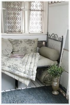 Idea for guest bed in small room.