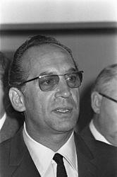 Max Merkel (* 7. Dezember 1918 in Wien; † 28. November 2006 in Putzbrunn, Oberbayern) war von 1961 bis 1966 Trainer des TSV 1860 München und holte 1966 die deutsche Meisterschaft.