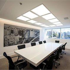 Sala de reuniões Platinum Tower Offices, Conference Room, Instagram, Table, Furniture, Home Decor, Meeting Rooms, Decoration Home, Room Decor