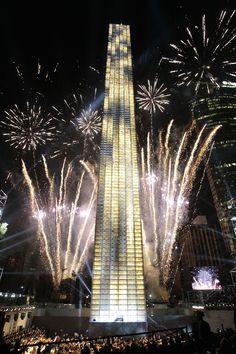 Estela de Luz,  es un monumento conmemorativo de la Ciudad de México, construido entre 2010 y 2011 con motivo de los festejos del Bicentenario de la Independencia Mexicana y del Centenario de la Revolución Mexicana