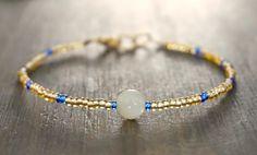 Bracelet Pierre de lune  perles de rocaille par GenerosityDesigns Gemstone Bracelets, Bracelet Designs, Labradorite, Rose Quartz, Blush Pink, Pink White, Gemstones, Boho, Beads