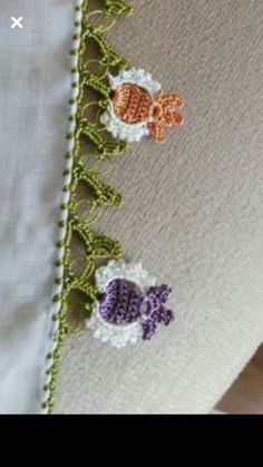 This Pin was discovered by HUZ Crochet Borders, Filet Crochet, Crochet Motif, Crochet Flowers, Crochet Stitches, Knit Crochet, Baby Knitting Patterns, Crochet Patterns, Lace Bunting