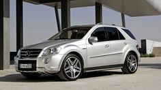 Mercedes ML 63 amg on hd wallpapers from http://www.hotszots.eu/Mercedes/WallpaperBackgroundsMercedes5.htm