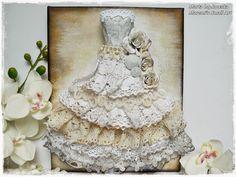 Maremi's Small Art: Vintage art dress paper mache lace sculpture on canvas / Sukienka vintage papierowa masa rzezba i blejtram