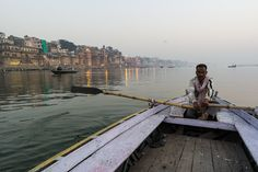 """Winners of the 2015 Urban Photography Competition Shine a Light on Diverse Urban Life Around the World - Winner: """"Waiting for Tourists"""" by Grzegorz Piaskowski – India Photography Competitions, Photography Awards, Urban Photography, Cool Pictures, Cool Photos, Unity In Diversity, Amazing India, India Culture, Photo Competition"""