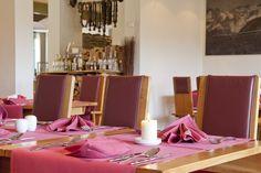 Ebenso wie unsere gesunde Küche verbindet das Alpen-Restaurant Tradition mit Modernem. Urgemütlich und trotzdem stylisch bietet es den perfekten Rahmen für genussvolle Stunden.