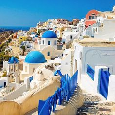 Spectacular Oia village , at Santorini island (Σαντορίνη). Adorable Cycladic beauty ❤️. A unique destination on earth , you'll never regret visiting ! !