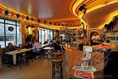 Café les Deux Moulins, Montmartre, Paris           (Amelie movie cafe)
