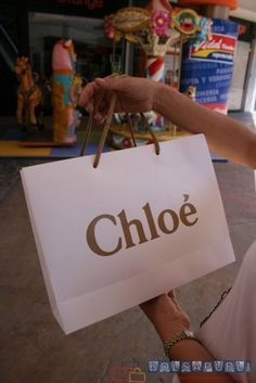Bolsas de papel personalizadas, Bolsapubli es tu mejor opción, te proporcionamos bolsas a medida y personalizadas a tu gusto y necesidad. ¡Llámanos!