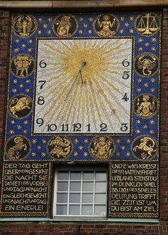 Darmstadt, Mathildenhöhe, Hochzeitsturm, Sonnenuhr (Wedding Tower, sundial)