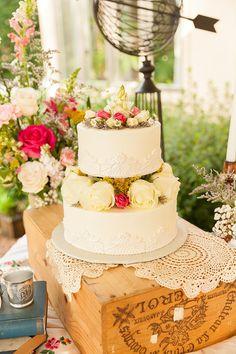 ヴィンテージ自由奔放に生きるシックな裏庭の結婚式