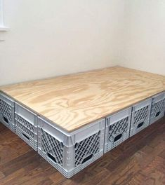 Milk crate furniture - Bed frame made of plastic crates crates frame plastic Milk Crate Furniture, Diy Pallet Furniture, Furniture Projects, Rustic Furniture, Handmade Furniture, Furniture Design, Milk Crate Bench, Milk Crate Storage, Crate Table
