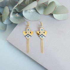 Shona - Boucles d'oreilles dorées à l'or fin, tissage à l'aiguille de perles japonaises miyuki, chaine fine, estampe demi-cerle